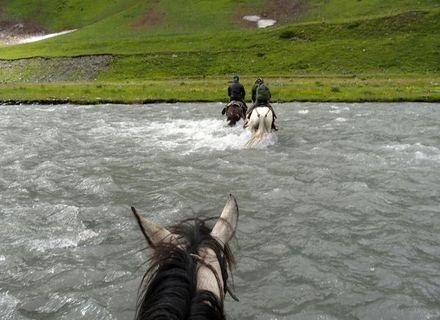 Tag 6    Parsma - Nakaicho-Pass - Jvarboseli - Koklata-Überquerung des Pirikiti Alazani