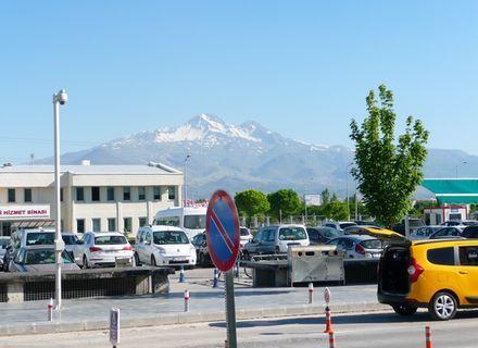 Tag 1 Anreise nach Ürgüp-Flughafen Kayseri mit Blick auf Vulkan Erciyes