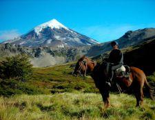 Argentinien--Reiter-mit-Lanin
